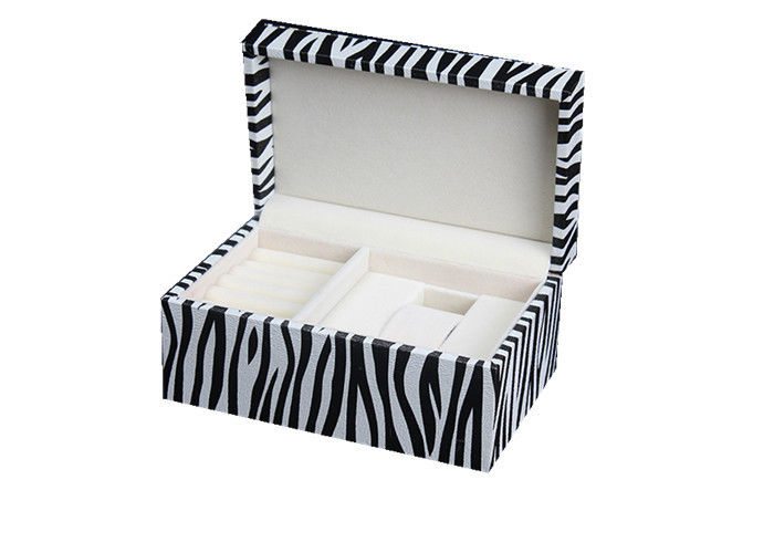 Elegant Design Jewelry Display Sets White & Black  High End Style For Promotion